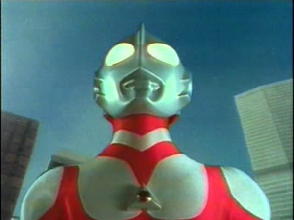 Ultraman_Great_about_to_fly_off